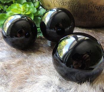 Sphère d'obsidienne noire